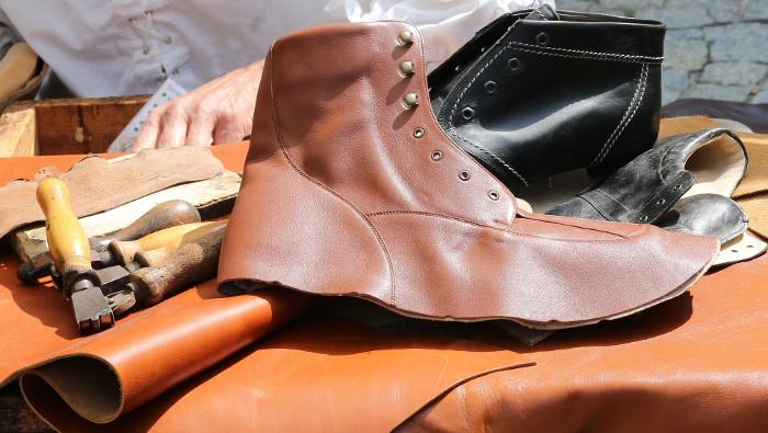 Kinderen van schoenmaker lopen barrevoets